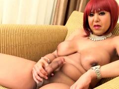 Hot redheaded ebony flaps her wang