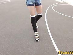 Sporty tranny  her ass while tugging